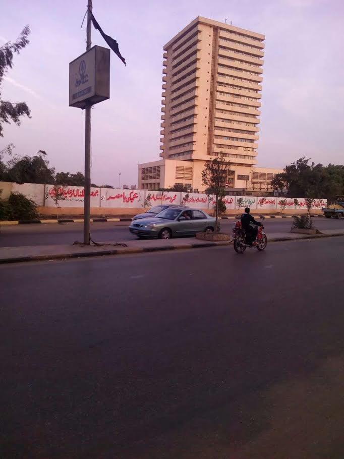 شباب الوراق يدشنون حملة لتنظيف كورنيش النيل بمشاركة رئيس الحي (صور)