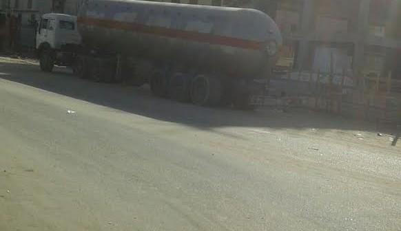 مخاوف بين سكان إدفو بسبب طول فترات انتظار سيارات الغاز بالمدينة (صورة)