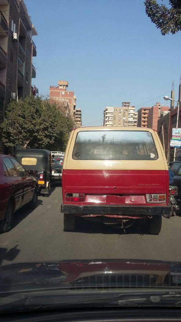 سيارة تسير دون لوحات معدنية بالزيتون..:«أين أصحاب الضمير من رجال المرور» (صور)