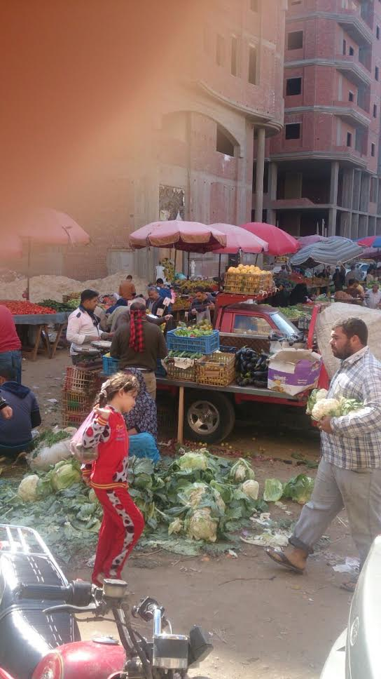 سكان «تقسيم المدينة المنورة» بدمياط يطالبون المحافظة يشكون انتشار الأسواق العشوائية (صور)