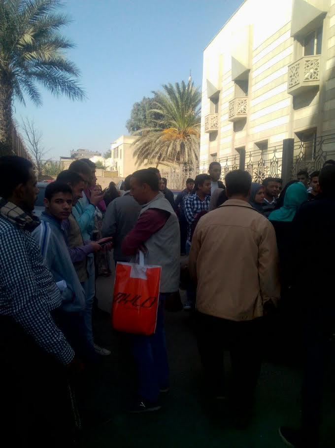 وقفة احتجاجية لطلاب الثانوية أمام مشيخة الأزهر لإلغاء قرار 84(صور)