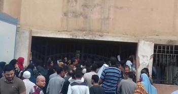 «تكافل وكرامة».. مواطنون يشكون سوء المعاملة من موظفو سجل مدني الشهداء (صور)