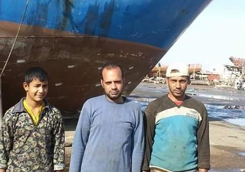 أهالي «برج مغيزل» يطالبون «الخارجية» بالتدخل للإفراج عن مركب صيد محتجز بتونس(صور)