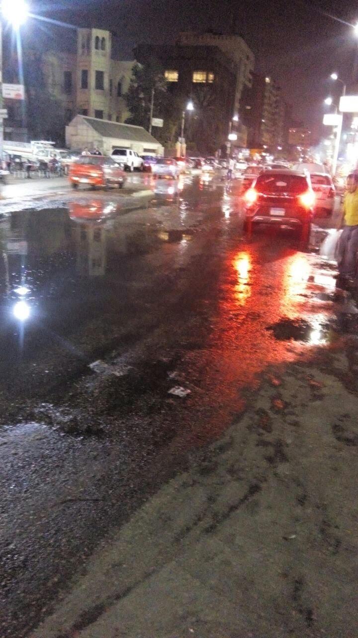 بالصور.. شوارع العباسية غارقة في مياه الصرف الصحي