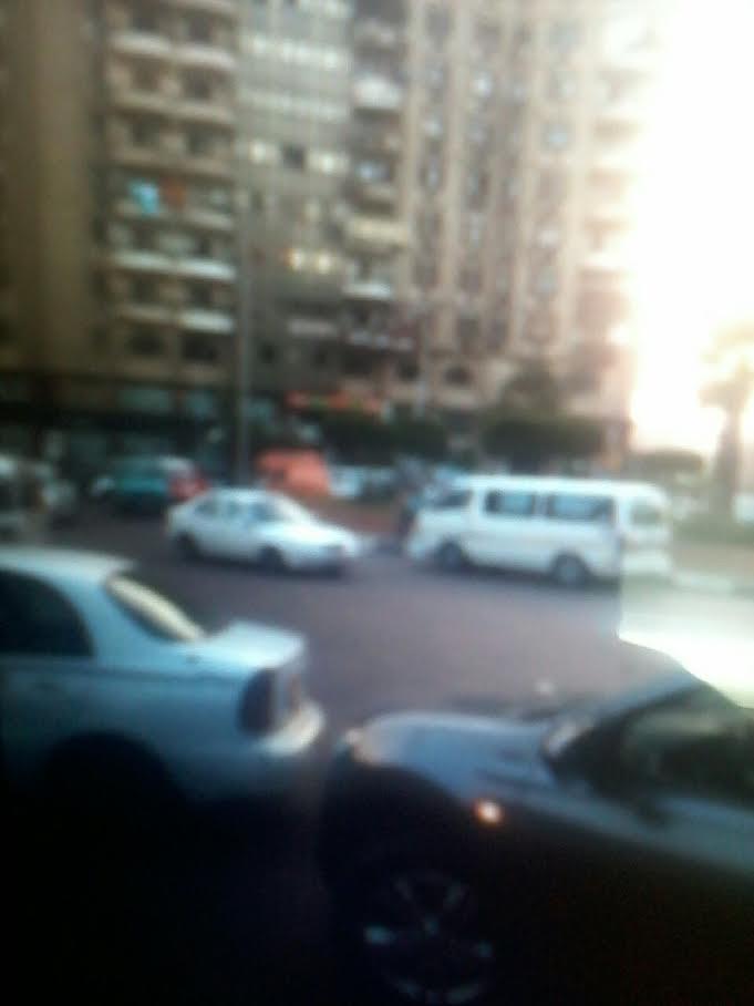 السير عكس الاتجاه.. ميكروباص يسير بشكل مخالف في ميدان «بن الحكم» (صورة)