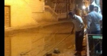 «الكمايشة» غارقة الصرف الصحي..والأهالي: لو حصل مطر شديد هتبقى كارثة (صور)