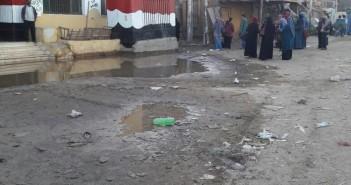 أسوان| انفجار ماسورة مياه يتسبب في إلغاء اليوم الدراسي بمنطقة «السماد» (صور)