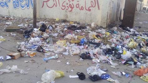 القمامة تحاصر مدرستين بمدينة السلام ..والأهالي: لا حياة لمن تنادي (صور)