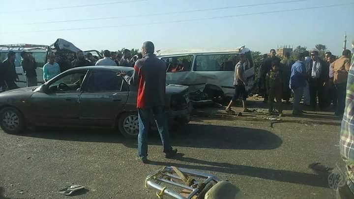 مصرع 6 وإصابة 17 شخص في تصادم 3 سيارات على طريق قليوب – شبين القناطر(صور)
