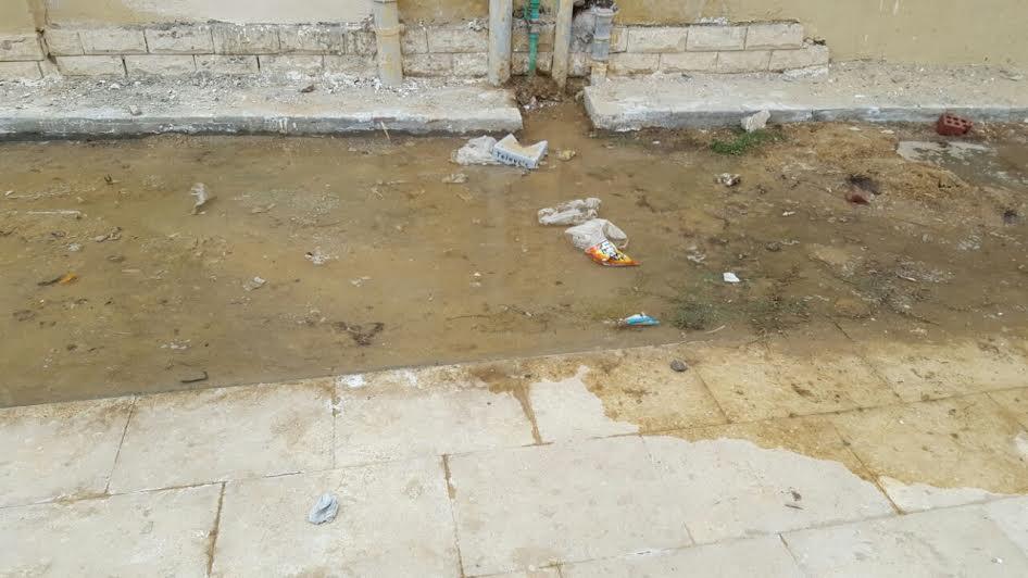 في 6 أكتوبر.. ماسورة مياه مسكورة منذ شهر « بكومباوند جرين بارادايس» دون إصلاحها (صور)