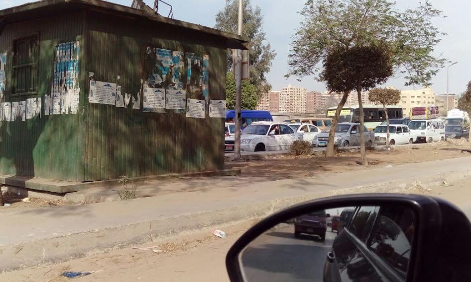 سكان شارع «الأربعين»بجسر السويس يشكون انتشار المقاهي والتوتوك بالشوارع (صور)