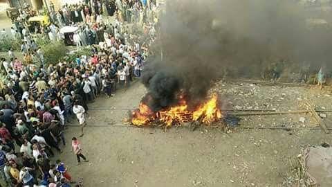 أهالي «دنشواي» بالمنوفية يطالبون بمزلقان بعدما قتل قطار طفلين (صور)