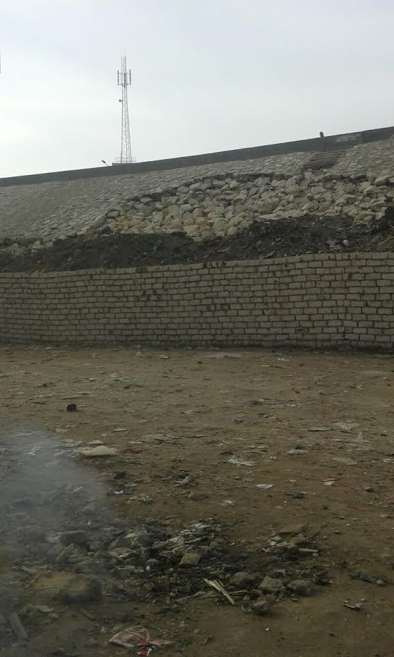استجابة لـ«شارك».. رفع تجمعات القمامة من «نزلة ناهيا» (صور)