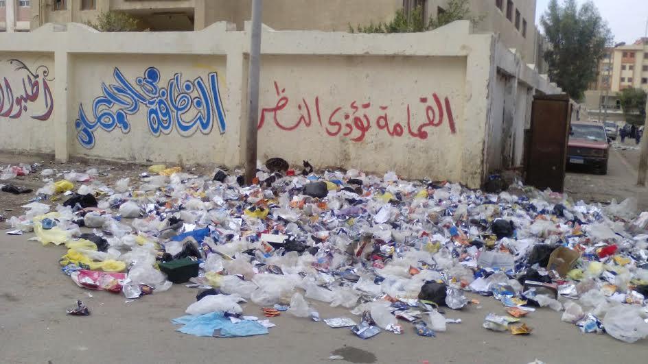سكان مدينة السلام يشكون انتشار القمامة أمام مدرسة «حمزة بن عبدالمطلب» (صورة)