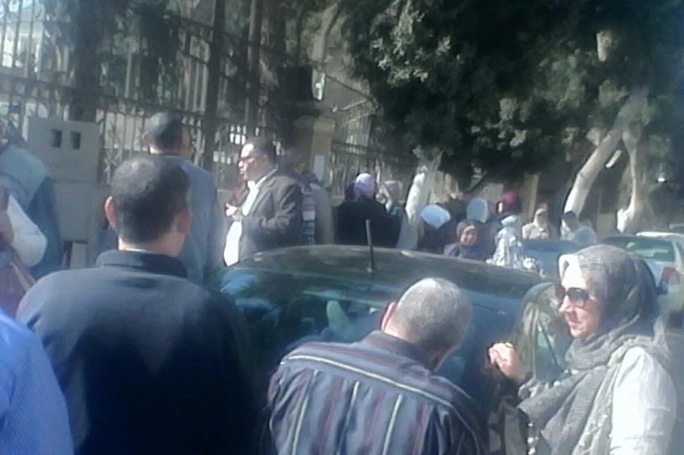 وقفة لعاملي المراكز الاستكشافية أمام «التعليم» احتجاجا على إنهاء ندب 83 موظفًا(صور)
