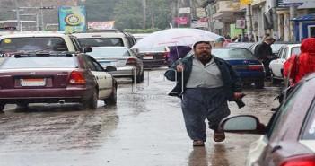 سقوط أمطار غزيرة عَ المنصورة مصحوبًا بكرات الثلج (فيديو)