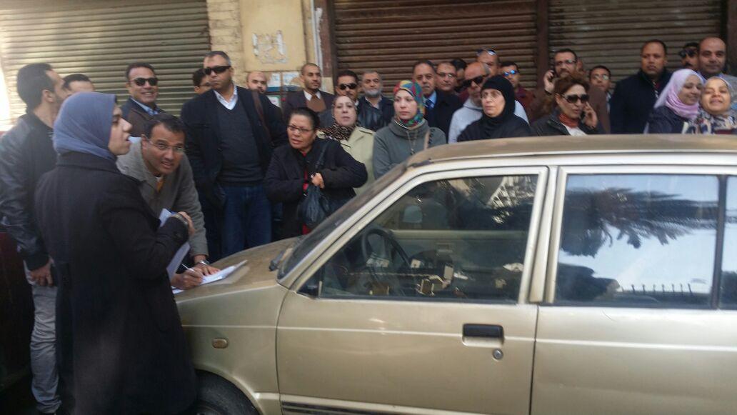 بالصور.. وقفة لخاسري المرحلة الثانية لـ«دار مصر» أمام الإسكان.. والوزارة تغلق أبوابها
