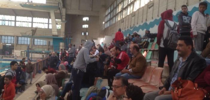 بالصور.. غضب أولياء الأمور من عدم نظافة «بيسين التعليم» يؤجل بطولة السباحة بالجيزة