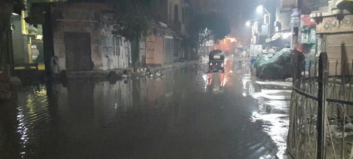 بالصور.. غرق شوارع في الواسطى بعد انكسار ماسورة مياه رئيسية