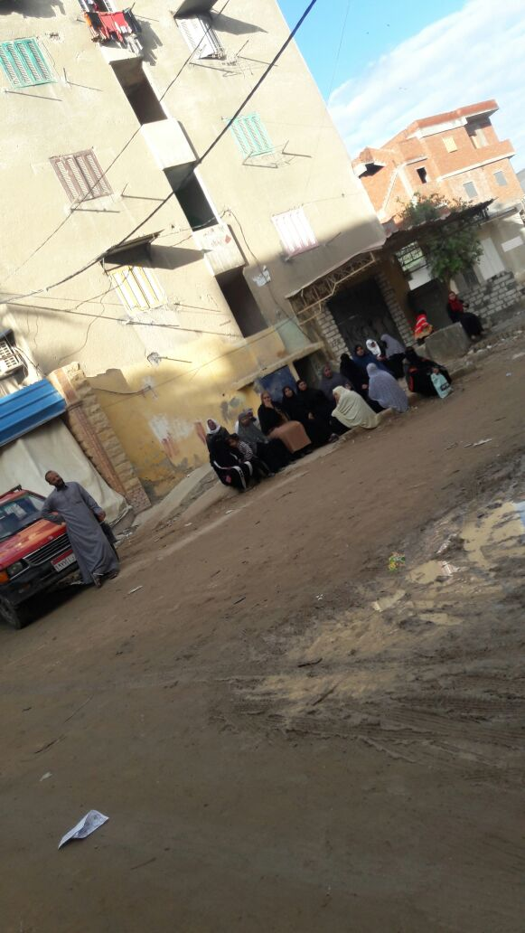 أصحاب المعاشات أمام مكتب بريد العامرية