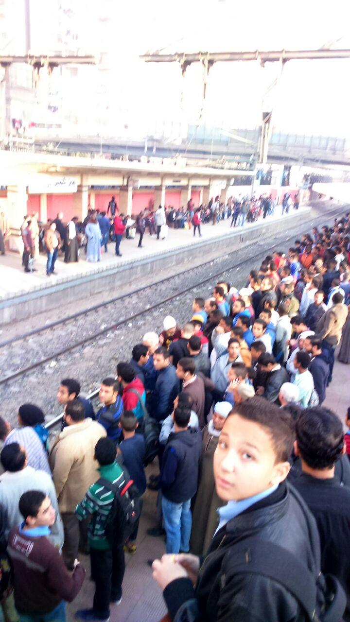 ركاب مترو «حلوان - المرج» يطالبون بسرعة زمن التقاطر في ساعات الذروة الصباحية (صور)
