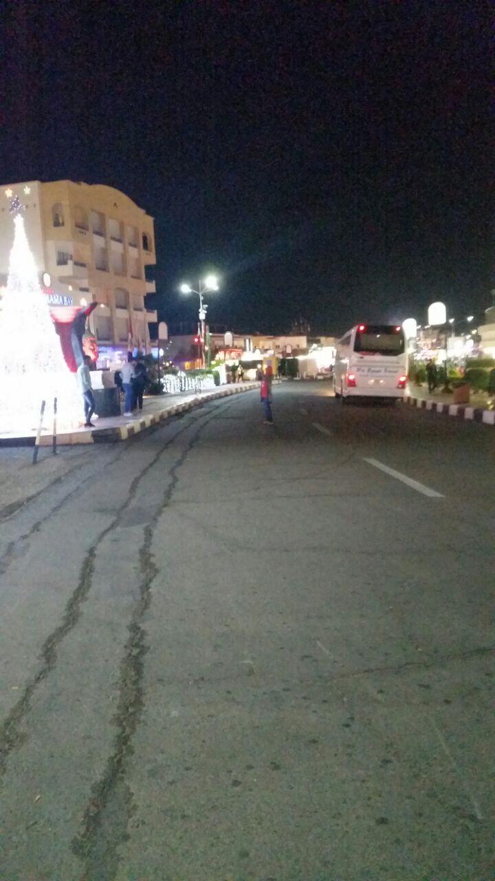 خليج نعمة ليلا ونهارًا.. موسم سياحي بلا سائحين في شرم الشيخ (صور)