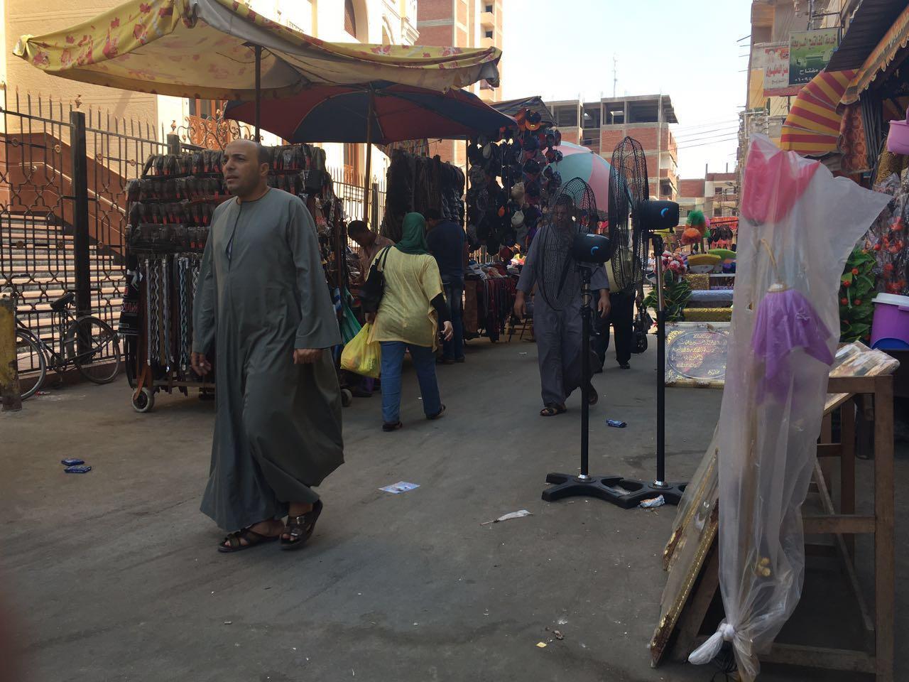 إشغالات تحاصر مجمع إيتاي البارود وتعرقل حركة المارة (صور)