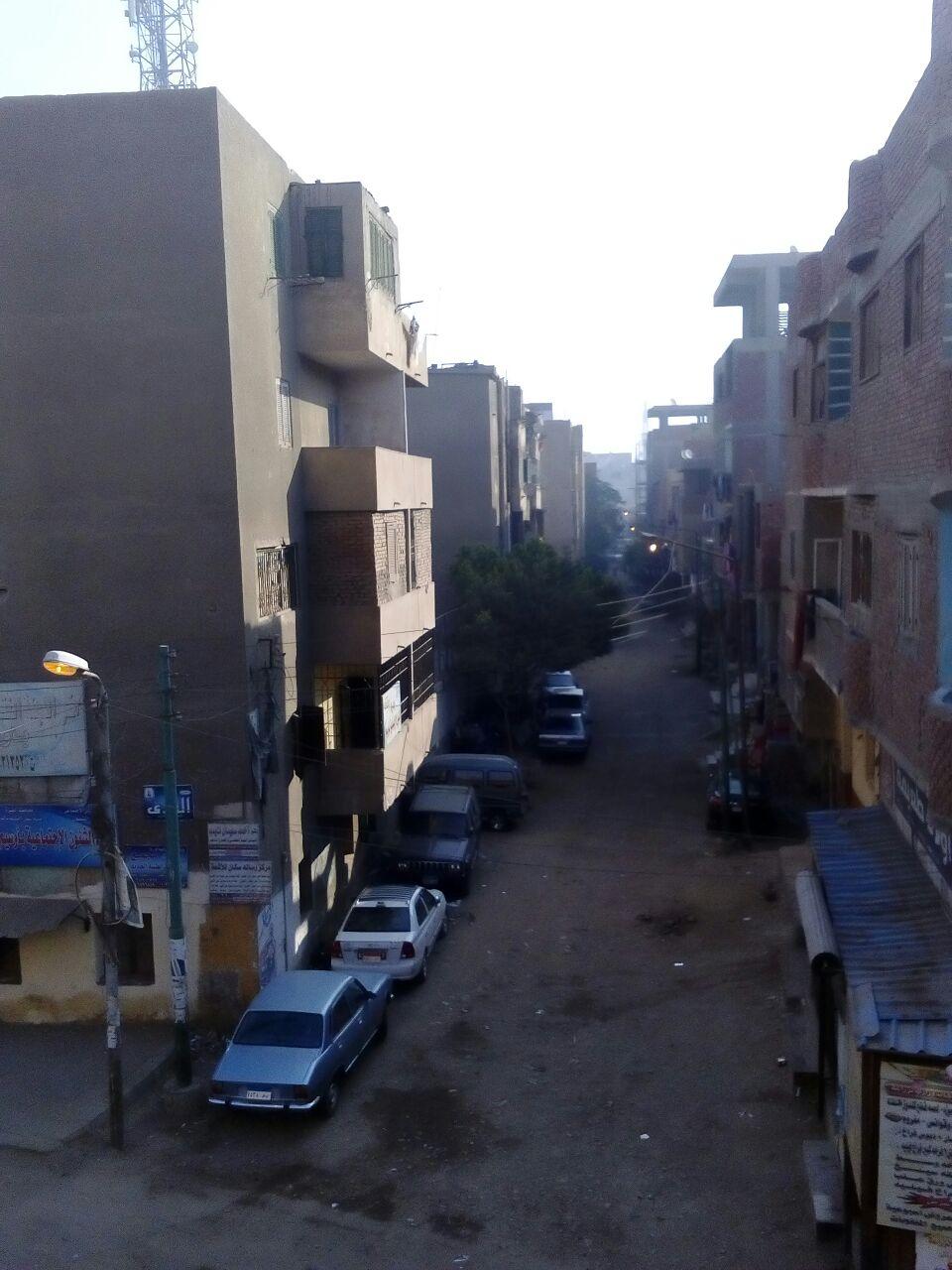 إضاءة أعمدة الإنارة في أوسيم خلال النهار.. ومواطن: إهدار للمال العام (صور وفيديو)