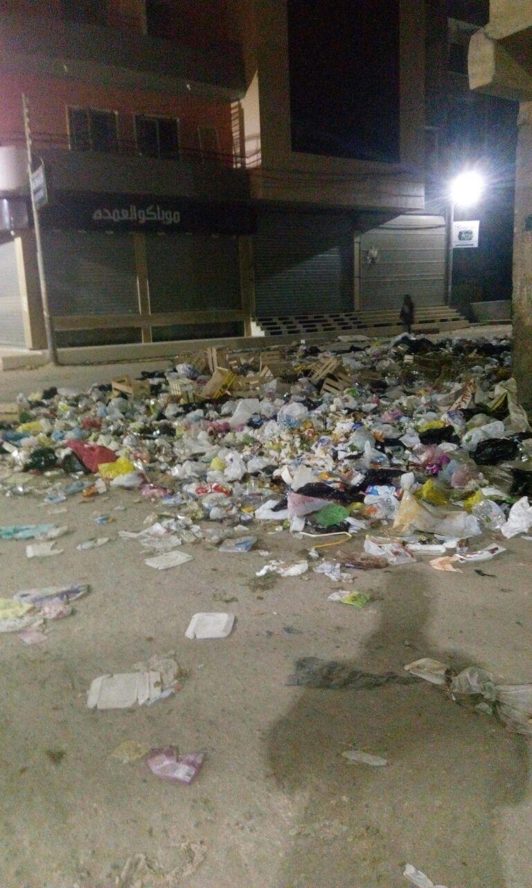 صور.. مواطن يرصد انتشار القمامة في شوارع حي القومية بالزقازيق