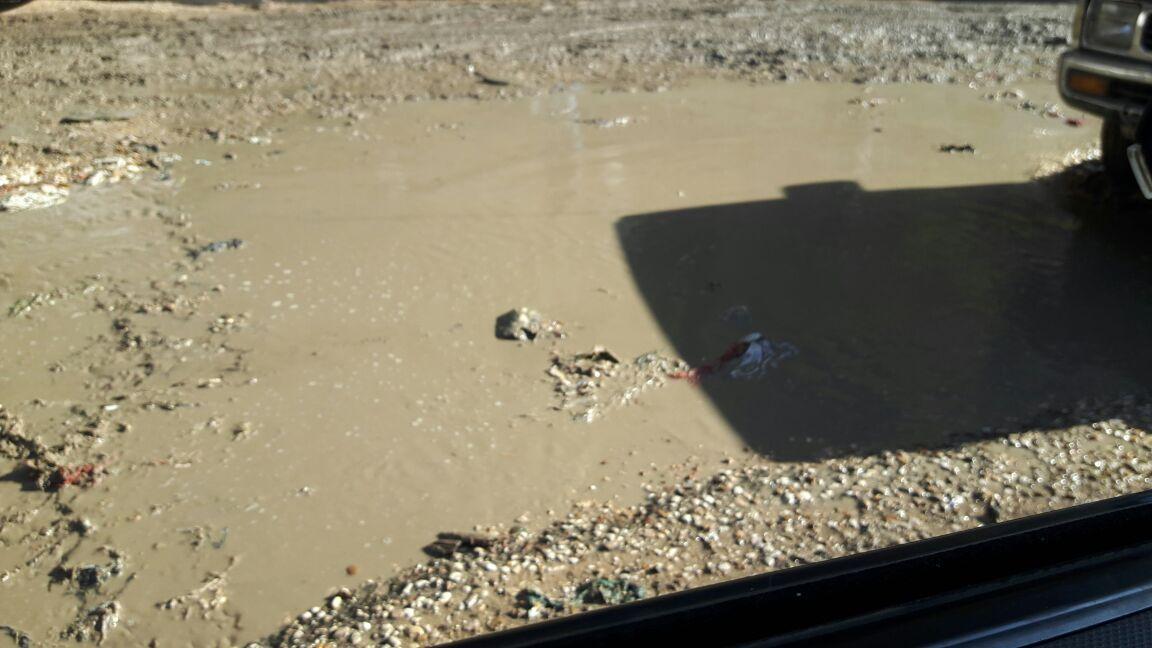 غرق شارع جمال عبدالناصر بجسر السويس في مياه الصرف (صور)
