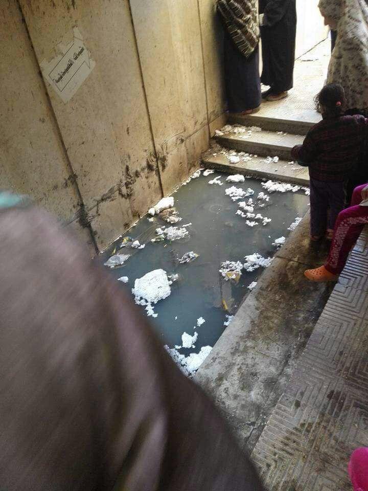 طفح الصرف في مكتب صحة حدائق القبة (صورة)
