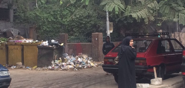 بالصور.. مواطنة ترصد تفاقم أزمة القمامة بشوارع الدقي