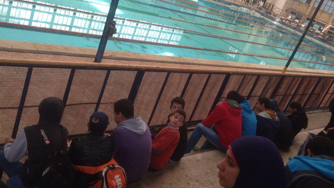 بالصور.. «التعليم» تؤجل بطولة السباحة بالجيزة بعد غضب أولياء الأمور من عدم نظافة «حمَام الجزيرة»