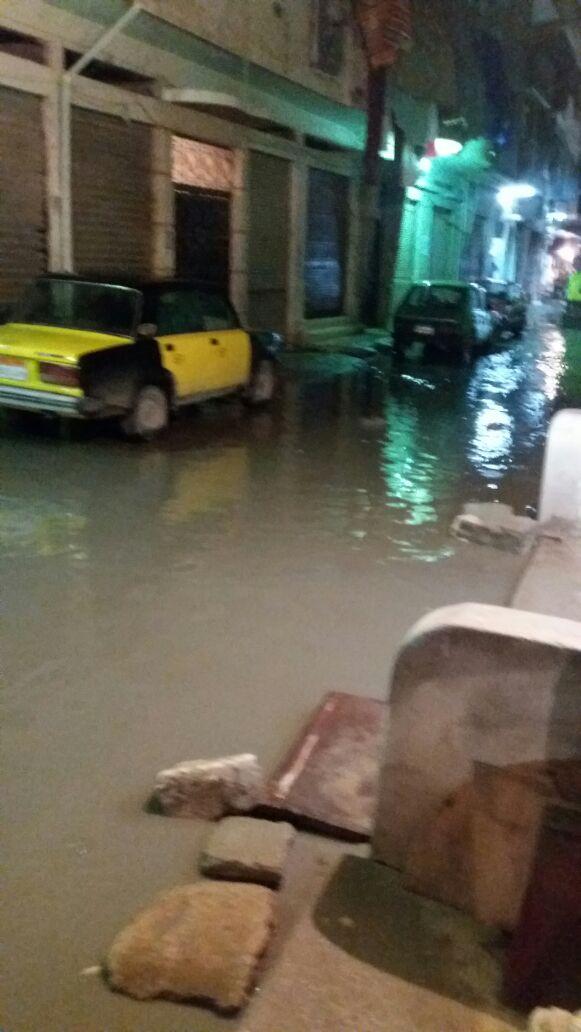 مواطن يرصد غرق شوارع منطقة الفلكي بالإسكندرية في نوة الأمطار الأخيرة