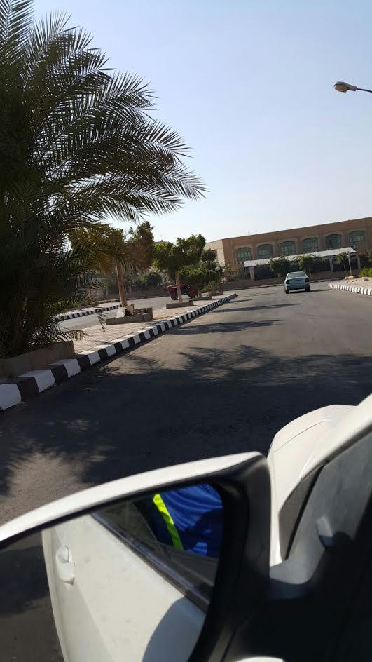 سكان حي الشباب بالعبور يشكون سوء متسوى الطرق (صور)