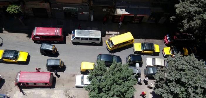 سكان «ونجت» بالإسكندرية يشكون تحوله لموقف ميكروباص (صورة)