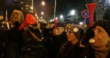 مصري في بولندا يرصد احتجاجات المعارضة بـ«الفوفوزيلا» ضد قوانين مُقيدة لحرية الإعلام (صور)