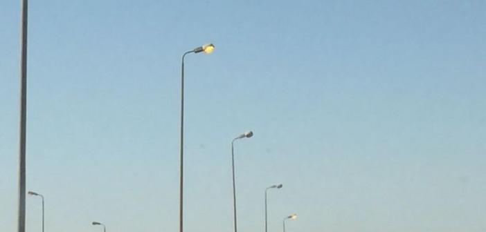 أعمدة الإنارة مضاءة في عز النهار بمحور محمد نجيب (صور)
