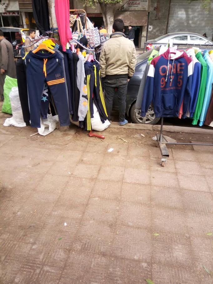 سكان شارع 9 بالمعادي بشكون انتشار للباعة الجائلين والأسواق العشوائية (صور)