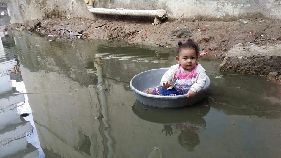 أهالي «برج مغيزل» يشكون نقص الخدمات بالقرية.. مياه الصرف تحاصرهم (صور)