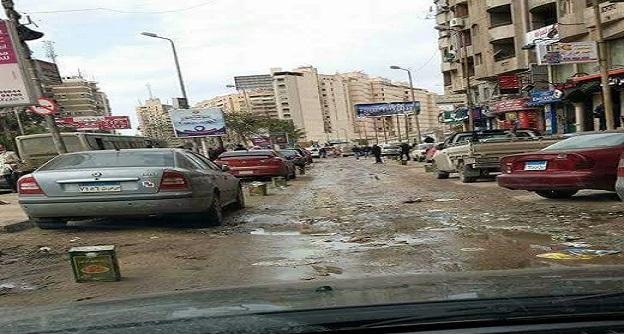 مواطن يطالب حي سموحة برفع الإشغالات من شارع «جرين بلازا» (صور)