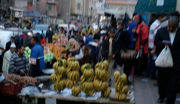 سكان «عزبة النخل» يشكون إغلاق الباعة الجائلين والتوك توك محيط المترو (صور)