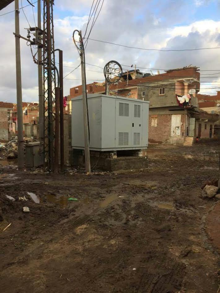 أهالي «الروس» يطالبون بنقل محول الكهرباء الرئيسي من وسط القرية (صور)