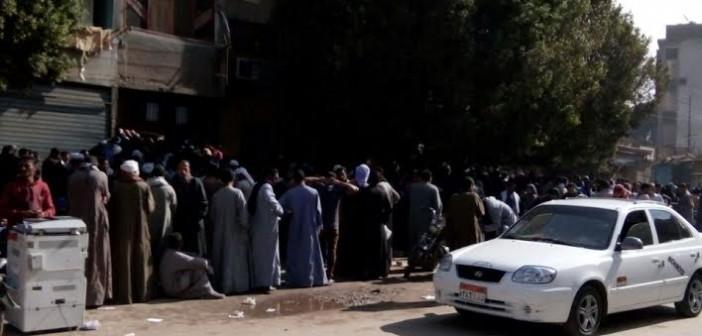 مطالب بحل أزمة زحام «كرامة وتكافل» بسجل مدني المنيا (صور)