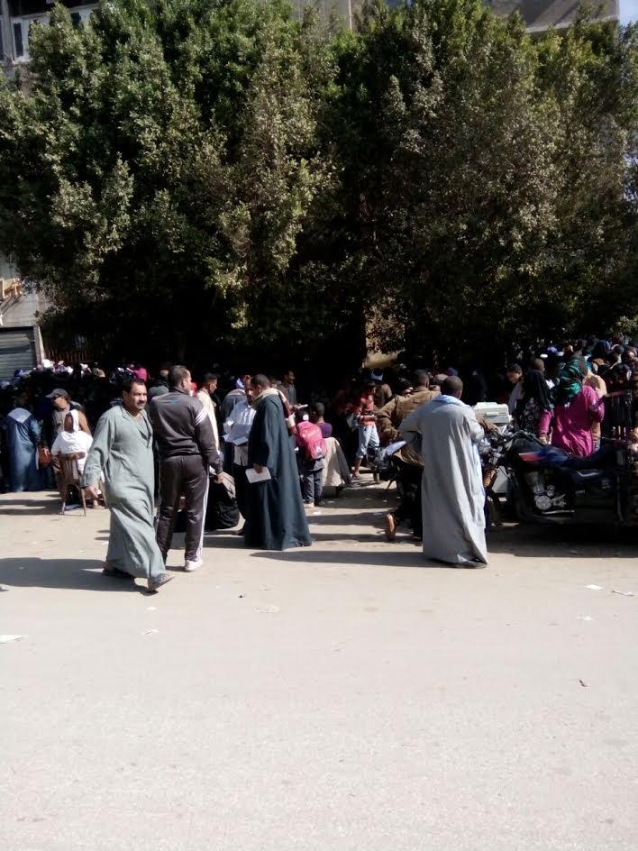 زحام وطوابير أمام سجل مدني محافظة المنيا للتقدم لمشروع «تكامل وتكافل» (صور)