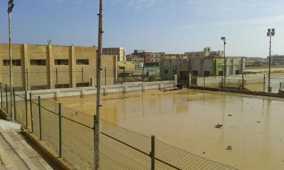 رغم مرور أكثر من شهر على كارثة السيول آثار الدمار على مركز شباب رأس غارب(صور)