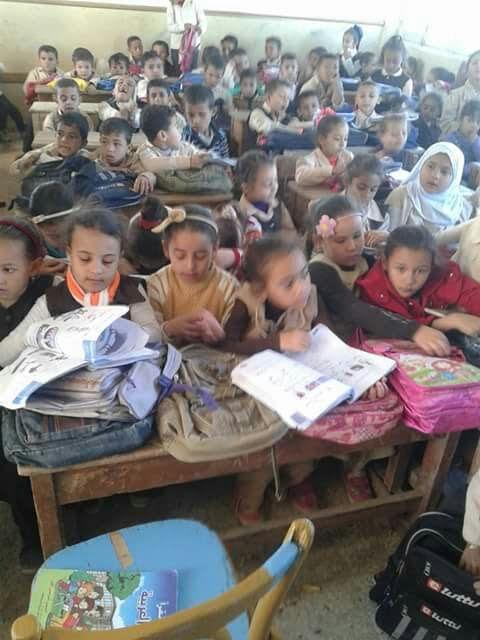 أولياء أمور مدرسة 53 أبوماضي بالدقهلية يشكون نقص المدرسين وتكدس الفصول (صورة)