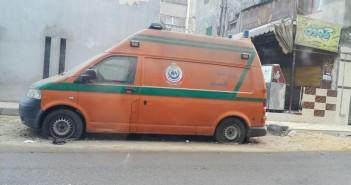 الهيئة والحي نسيوها.. سيارة إسعاف مركونة منذ شهور بشارع فيصل (صور)
