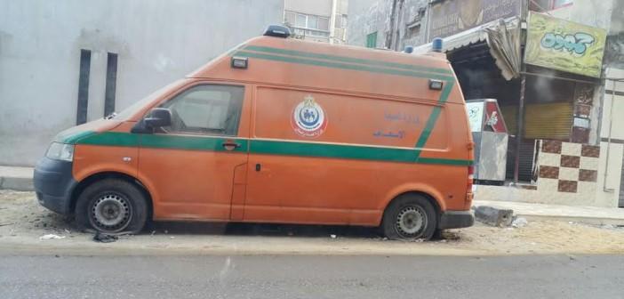 سيارة إسعاف «مركونة» منذ شهور بشارع فيصل (صور)