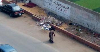 إلقاء القمامة أمام مركز «كفر قريش»يثير استياء السكان (صور)